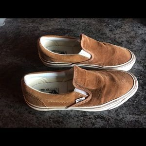 Vans (size 10) new with out tags. Gold color